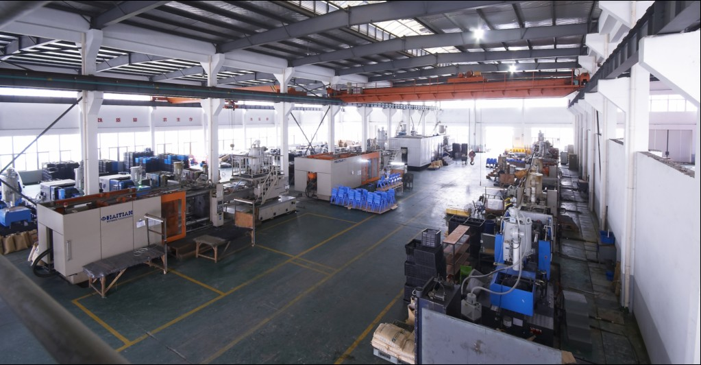 产品生产注塑车间,有海天大小型注塑450吨、650吨、1000吨、1600吨、2800吨等对外加工