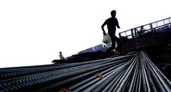钢材社会库存逼近1300万吨