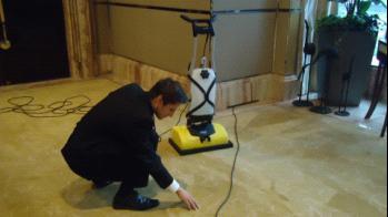 凯驰地毯结晶快干清洗机现身浦东丽兹卡尔顿酒店