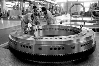 瓦轴出产全新结构1000吨汽车吊转盘轴承