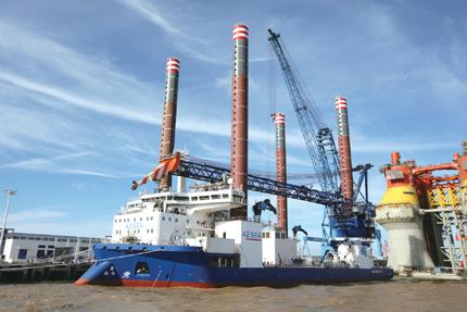 世界第三代自升式海上风电安装船在中远船务命名
