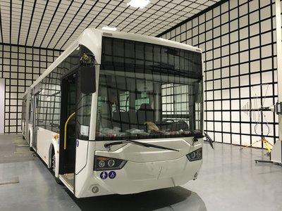 中国首台超级电容储能式电车通过认证