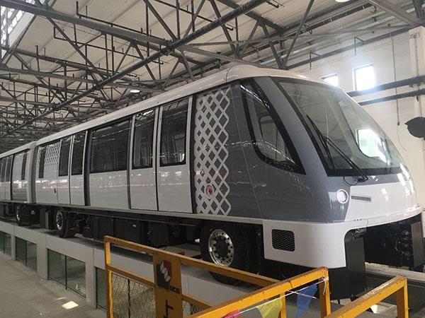 上海装备世界最先进无人地铁装汽车轮