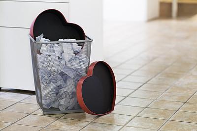纸价有多疯?废纸箱每吨涨千元 纸厂:一天一个价
