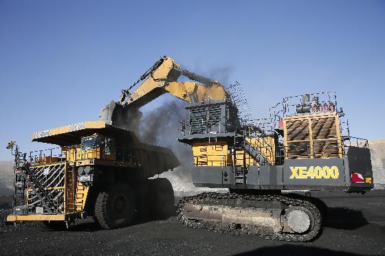 中国**吨位成套矿山挖运设备掘战矿区