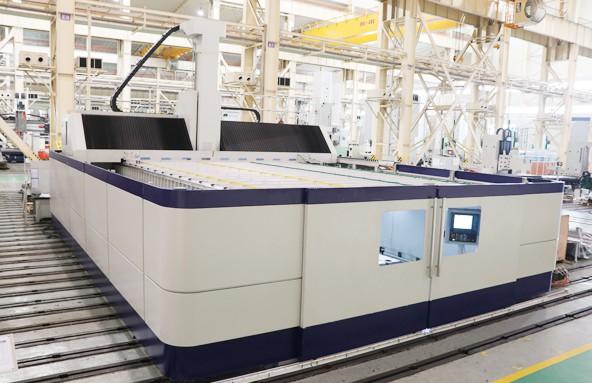 国内首台套复合材料五轴高效加工中心通过客户验收