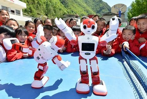 """中国机器人""""强国""""之路逐渐具体化 步伐加快走向高端"""