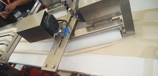 食品机械设备助力凉皮生产 夏季酸辣好开胃