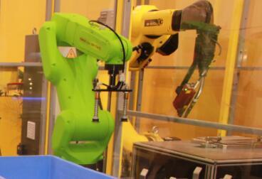 智能工厂升级后,如何延长工业机器人寿命?