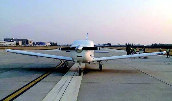 """航空工业通用型无人运输机""""探路星""""首滑成功"""
