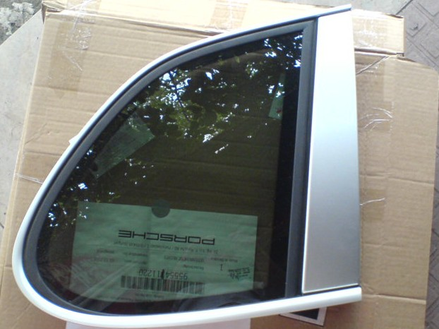 保时捷配件; 保时捷; 供应保时捷卡宴后3角玻璃