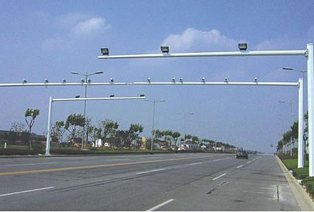 东莞龙门架工程 东莞交通标志杆地笼 常平地铁站监控杆安装 南图片