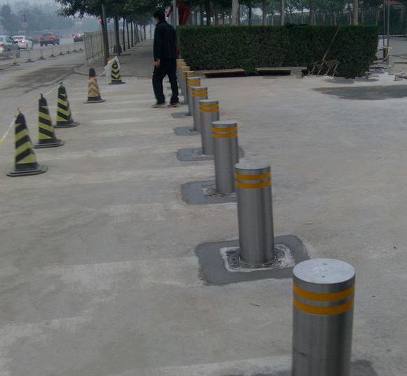 监狱专用反恐路桩,防撞路障,不锈钢隔离柱