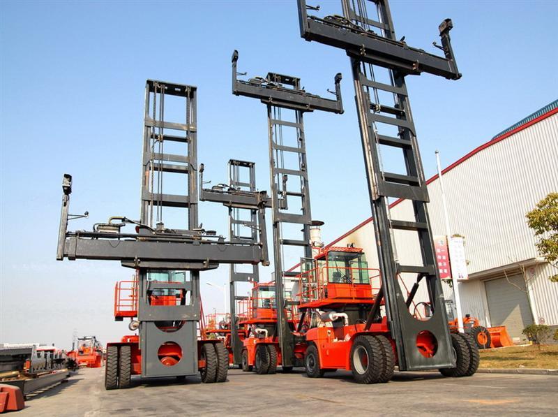 集装箱空箱堆高机租赁,集装箱正面吊租赁,内燃式牵引车租赁,电