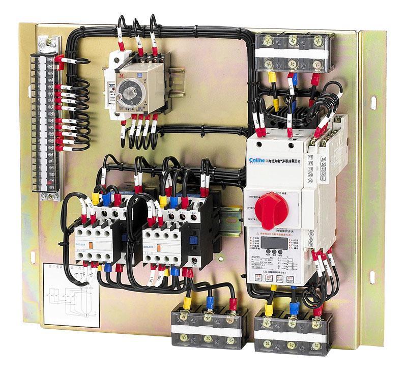 KBOD双速控制成套单元 KBOD即控制与保护开关是KB0的改进型产品,作为新的大类产品,其产品类别代号为KBOD,是实现双速(三速)电机正反转频繁启动的保护专类产品。   KBOD符合的标准:IEC6094762:(2002)《低压开关设备和控制设备第6部分多功能电器第2节控制与保护开关电器》和GB14048.