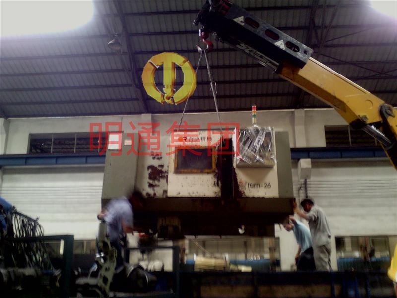 重庆灌装机/压铸机/挤压机起重吊装,设备搬迁,工厂搬迁图片