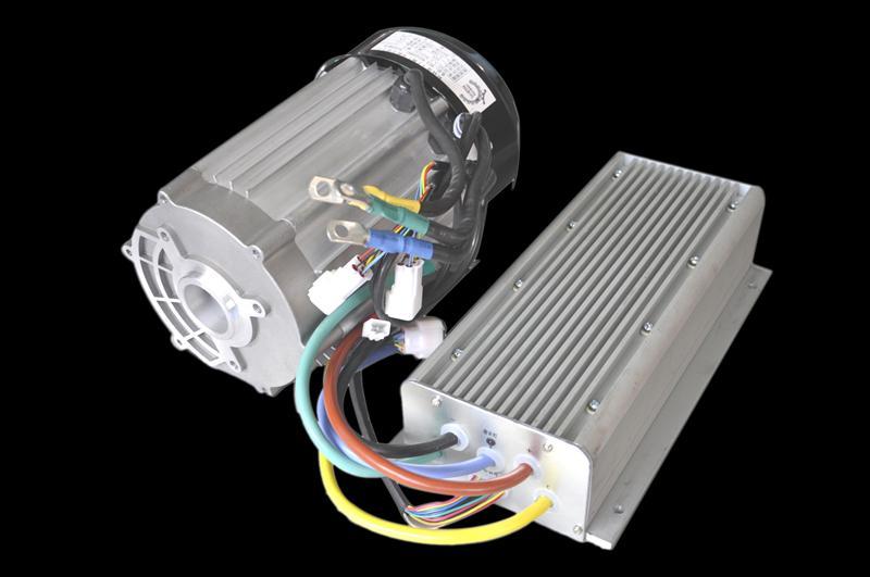 我公司生产的永磁直流无刷电机驱动系统主要由电机本体、位置检测器、驱动控制器三大部分组成,是一种典型的机电一体化产品。永磁无刷直流电机采用高性能的稀土永磁材料制造,具有调速范围广、调速性能平滑、起动力矩大、易于控制、运行可靠、效率高、节能环保、免维护、使用寿命长等优点,是一种新发展起来的新型电机。目前已在航天航空、数控机床、机器人、家用电器、电动工具、电动汽车等多种领域进行广泛应用,并且这个领域在不断扩大,已不可争议的成为未来电机驱动系统的必然发展方向。已广泛适用在电动四轮、观光车、巡逻车、清扫车、搬运车、