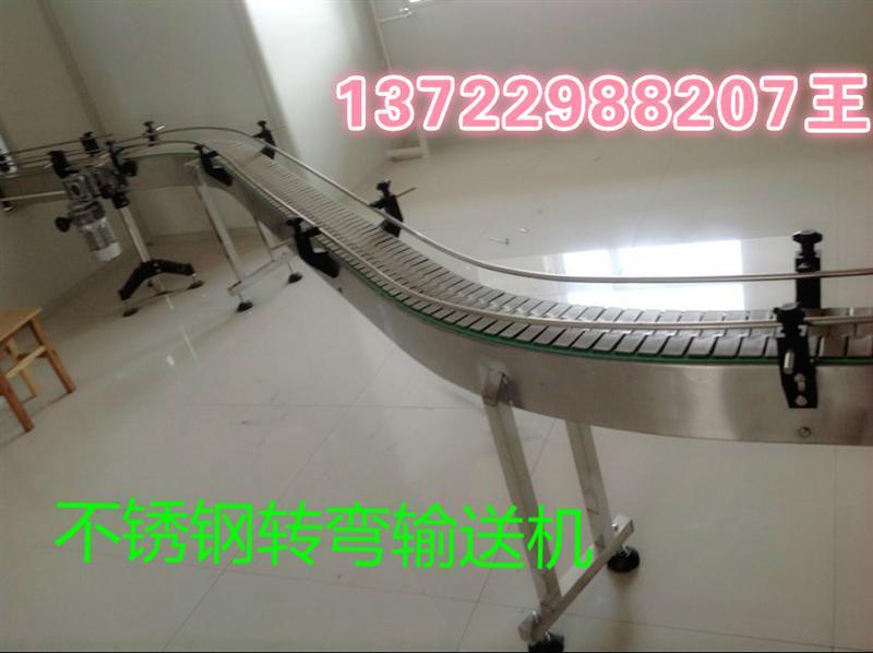 烘干机网带是将干燥的湿物料由皮带输送机网带或斗式提升机通过网带送到料斗,然后经料斗的加料机通过加料管道进入加料端。加料管道的斜度要大于物料的自然倾角,以便物料顺利流入干燥器内。干燥器圆筒是一个与水平线略成倾斜的旋转圆筒。物料从较高一端加入,载热体由低端进入,与物料成逆流接触,也有载热体和物料一起并流进入筒体的。随着圆筒的转动物料受重力作用运行到较底的一端。湿物料在筒体内向前移动过程中,直接或间接得到了载热体的给热,使湿物料得以干燥,然后在出料端经皮带机或螺旋输送机网带送出。在筒体内壁上装有抄板,它的作用是