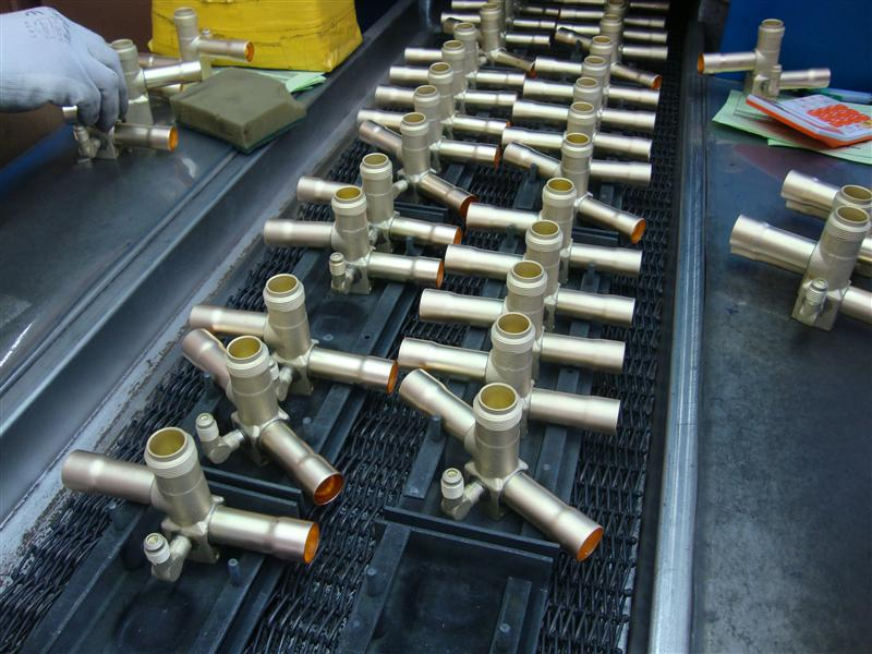 奥杰生产的黄铜四通阀钎焊炉图片