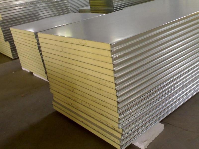 房体结构彩涂隔热夹芯板,保温板本厂专业生产制造,密封保温性能好,使喷漆烤漆房的保温和寿命得到了相应的保证。建筑保温,各种厚度岩棉板质优价廉 保温岩棉板 常用厚度:40mm、50mm、55mm、60mm、75mm、80mm、90mm、100mm、120mm、130mm等 常用密度:50kg/m3、60kg/m3、70kg/m3、80kg/m3、90kg/m3、100kg/m3、120kg/m3、等上至180kg高密度 常规规格:1200*600、1000*630、1000*600、其他规格可咨询定做