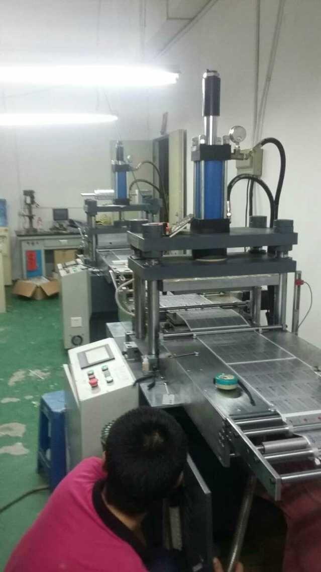 自动送料光电追踪定位凸包机,自动送料光电追踪定位热压凸包机