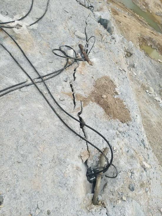 取代膨胀剂的矿山开采裂石设备