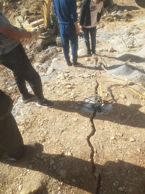 2018岩石劈裂棒施工措施