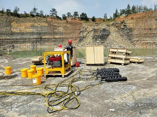 大型液压岩石劈裂机图片