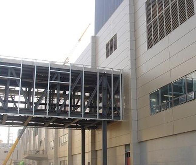 钢结构连廊加工厂家/福鑫腾达彩钢钢构品质保障